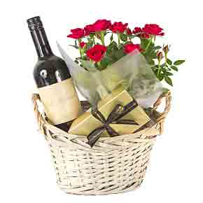 Red-Wine-Gift-Basket-Red-Roses